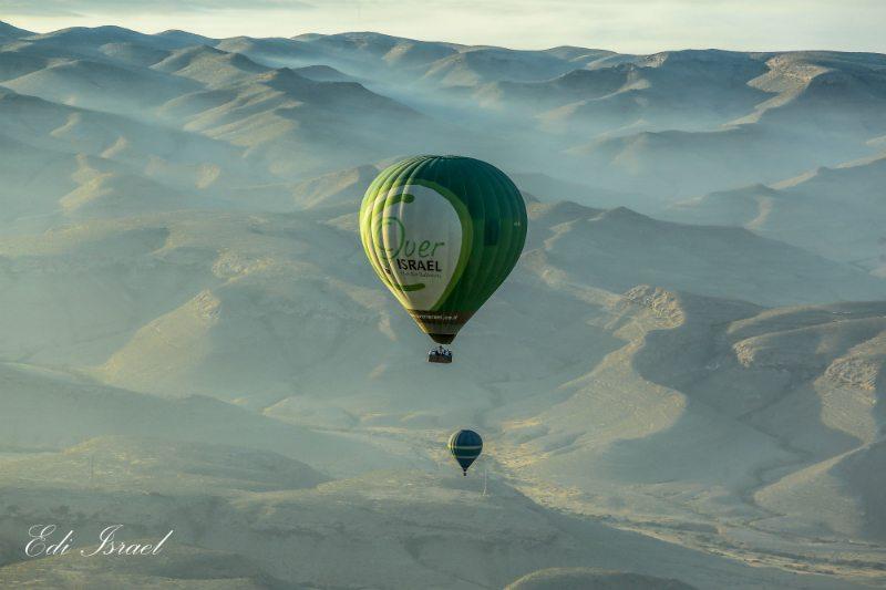טיסה בכדור פורח במדבר
